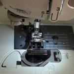 Com enhebrar la canilla de una maquina de coser